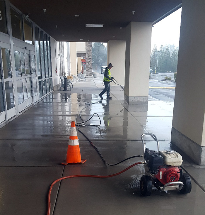 PressureWashingTeam04222019A_s.jpg